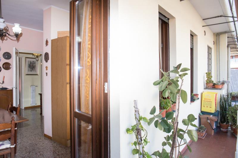 Via Vigliano 11 zona Lucento in piccola palazzina ristrutturata.