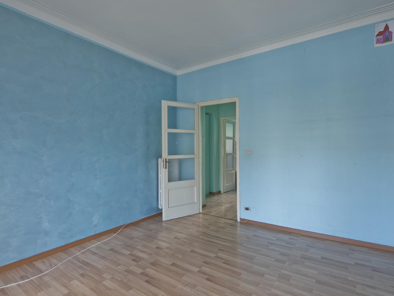Zona Parella - Corso Lecce 60 appartamento al 1° piano in stabile rivisto nelle parti comuni.