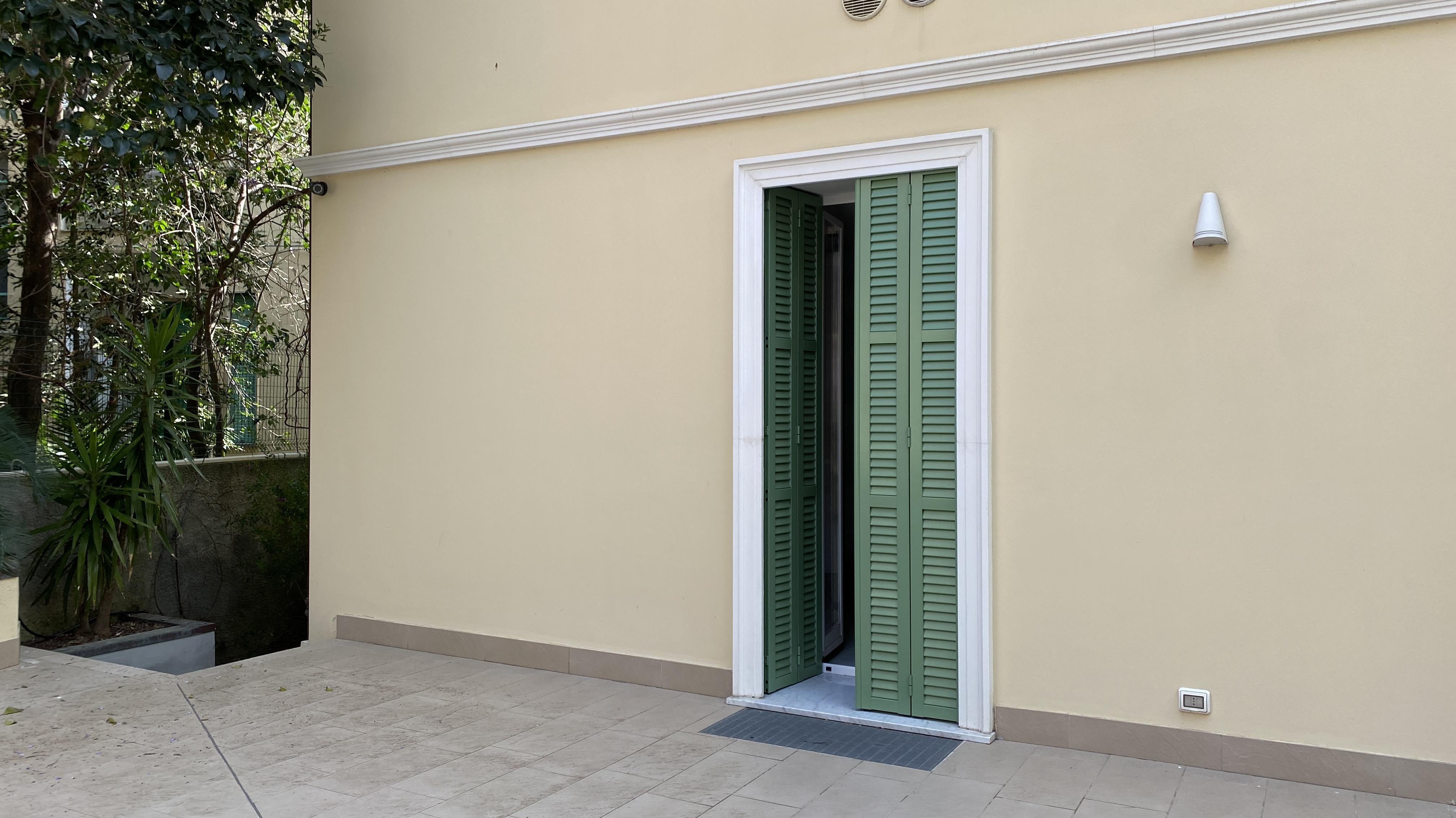 Sanremo (IM) zona centrale, in condominio d'epoca.