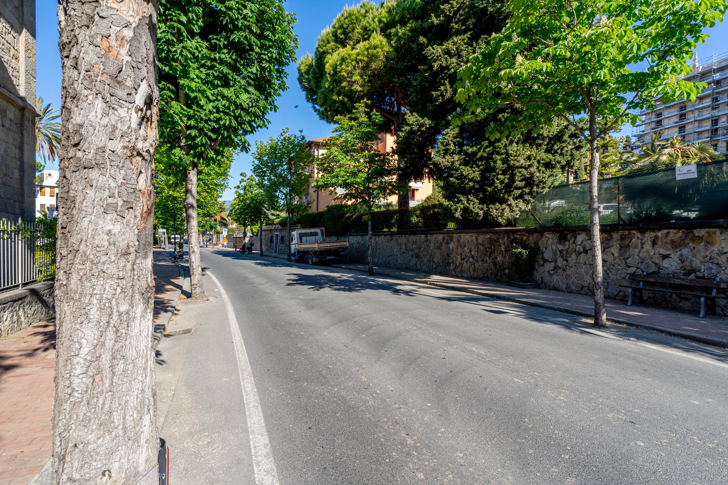 Via Romana 119 Bordighera (IM) libero subito in ottimo condominio.