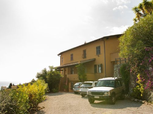 Ventimiglia (IM) Mortola alta Via Delle Ginestre, 23